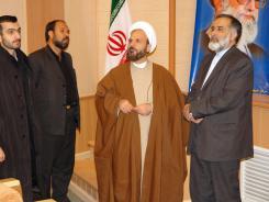 کتابخانه دیجیتال مؤسسه؛ بازدید حجت الاسلام و المسلمین عراقی از مؤسسه اهل البیت
