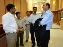 دیدار ناگش گردشگر خارجی از هندوستان با معاونین موسسه اهل البیت؛ کتابخانه دیجیتال موسسه؛ 1385/05/03
