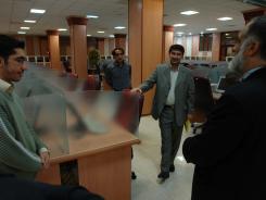 بازدید دکتر غلامرضا قربانی و هیات رئیسه دانشگاه صنعتی از سالن کتابخانه دیجیتالی اهل البیت«ع»